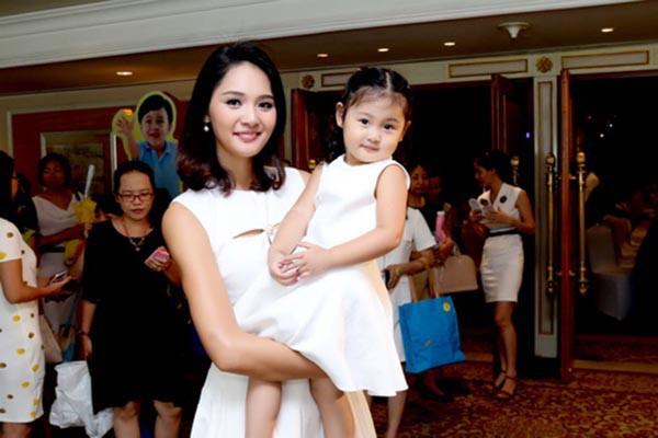Cuộc sống của hoa hậu Việt duy nhất khiến H'Hen Niê lép vế - Ảnh 7.