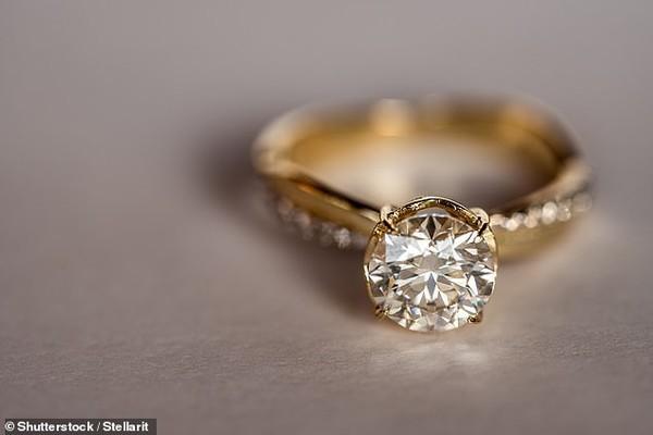 Cặp đôi ly hôn sau 3 phút kết hôn vì lý do bất ngờ - Ảnh 1.