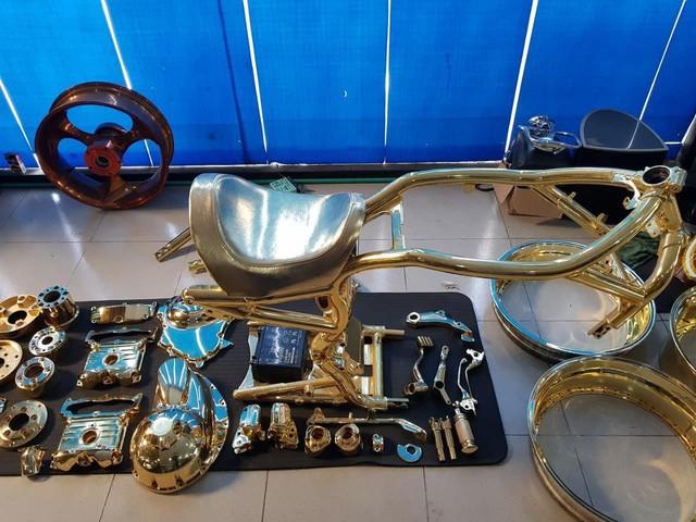 Khoe 3 chiếc mô tô mạ vàng giá gần 10 tỷ đồng, Phúc XO hứa tặng cả 3 nếu ai có chiếc tương tự - Ảnh 5.