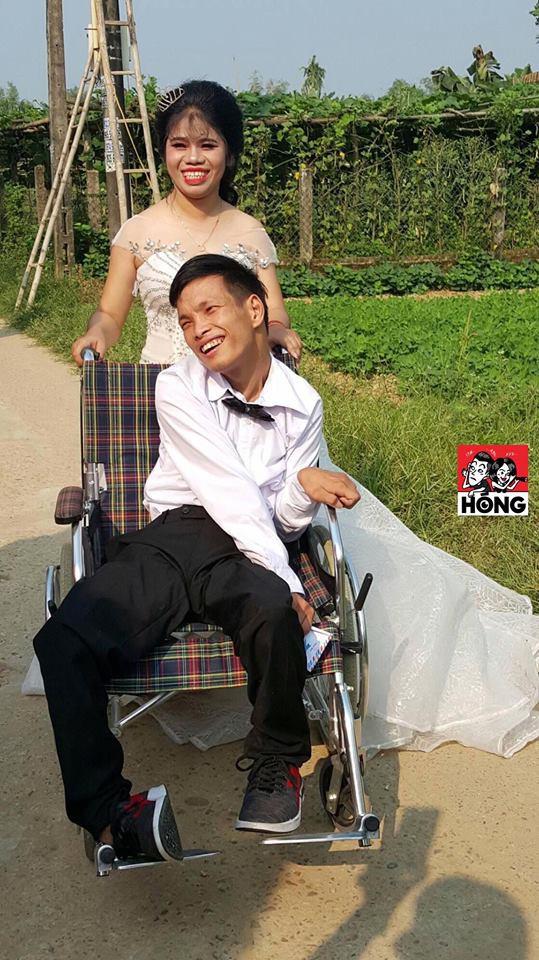 Đám cưới được nhắc nhiều nhất ngày Chủ nhật: Cặp đôi cùng xe đón dâu đặc biệt gây xúc động - Ảnh 2.
