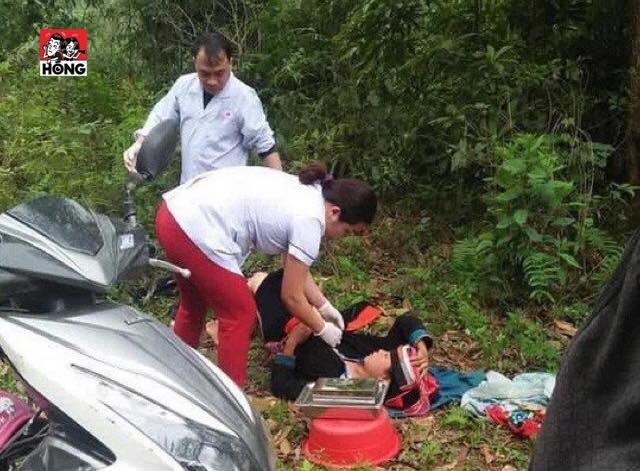 Bác sĩ phóng xe máy đến tận bìa rừng giúp sản phụ người Dao vượt cạn - Ảnh 1.