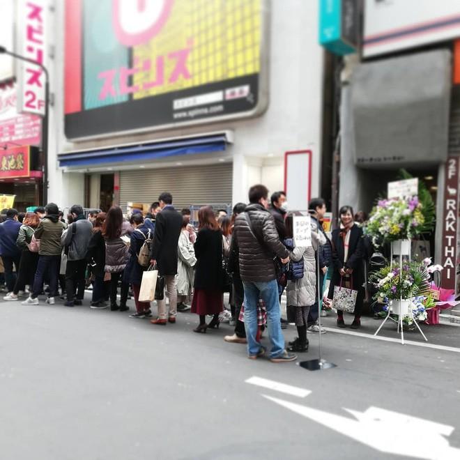 Xôn xao hình ảnh phở Thìn Lò Đúc ở Tokyo, khách xếp hàng đông nườm nượp - Ảnh 2.