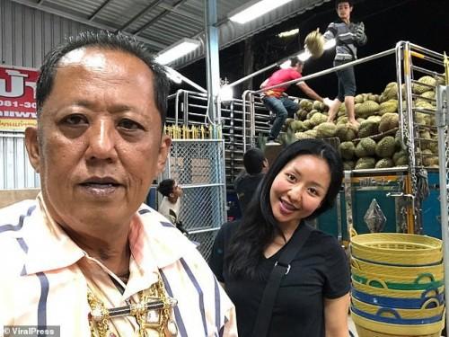 Chàng trai bị vua sầu riêng Thái Lan đánh trượt cuộc thi kén rể vì quá đẹp trai - Ảnh 2.