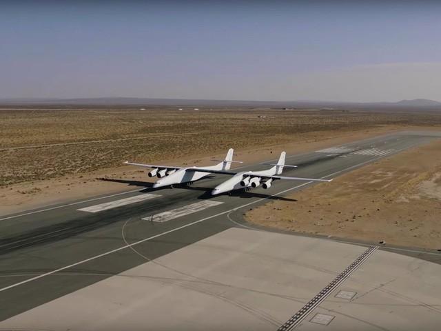 Cận cảnh chiếc máy bay lớn nhất thế giới do nhà đồng sáng lập Microsoft xây dựng - Ảnh 3.