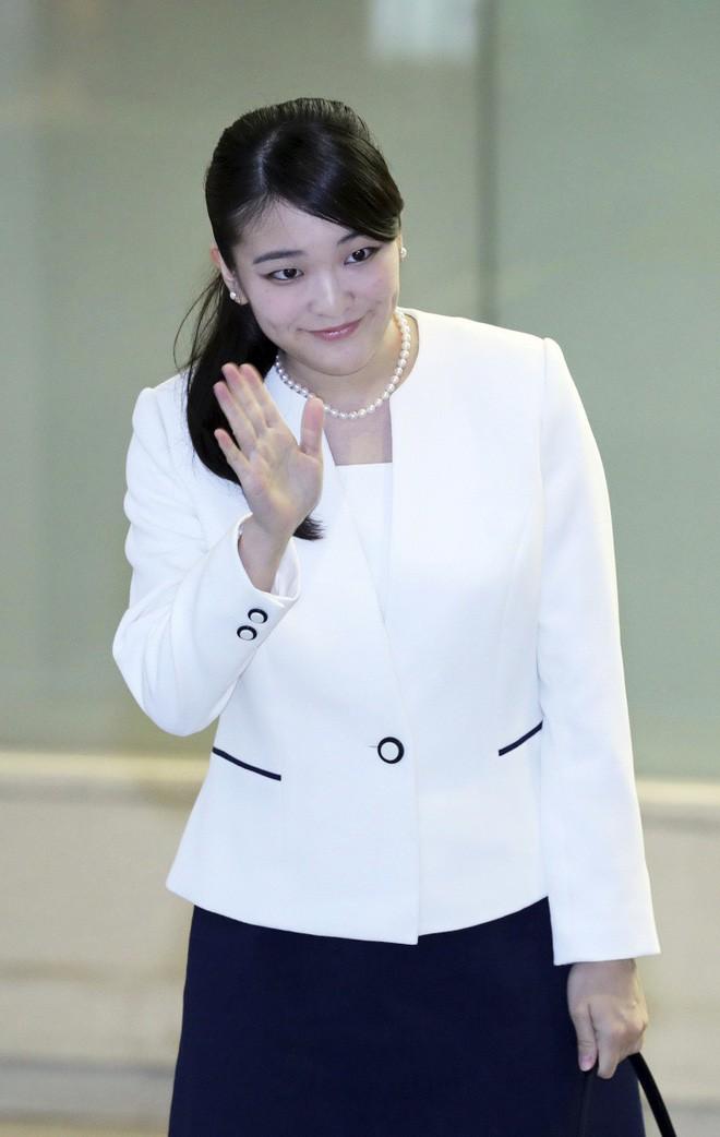 Mako nàng công chúa Nhật Bản: Rời hoàng tộc vì tình yêu, chấp nhận chờ hoàng tử trả nợ xong mới cưới - Ảnh 4.