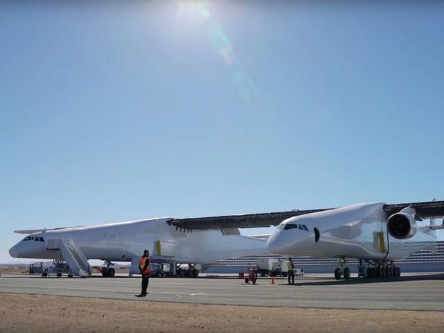 Cận cảnh chiếc máy bay lớn nhất thế giới do nhà đồng sáng lập Microsoft xây dựng - Ảnh 7.