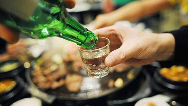 """Đại tràng bị """"tàn phá"""" bởi bia rượu - Ảnh 1."""
