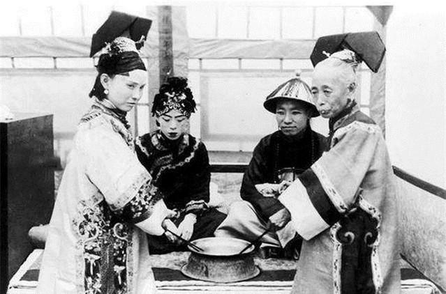 Ảnh hiếm về cách tổ chức hôn lễ của một gia đình quý tộc Trung Quốc thời nhà Thanh - Ảnh 9.