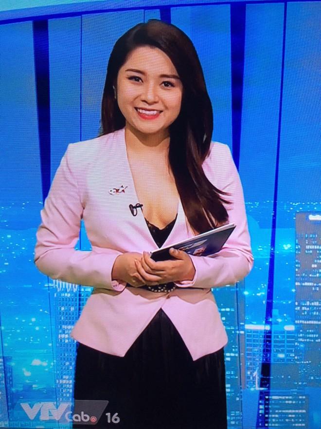 BTV truyền hình mặc trang phục gây sốc: Mỗi tháng kiếm 60 triệu, tự mua ô tô, hàng hiệu đắt tiền - Ảnh 2.