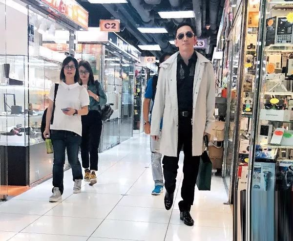 Sự thật về cuộc sống chật vật, phải ở nhà thuê rẻ tiền của Trương Vô Kỵ thành công nhất màn ảnh - Ảnh 6.