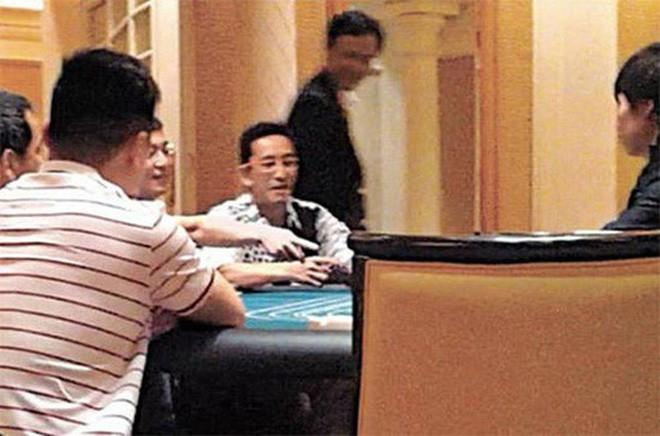 Sự thật về cuộc sống chật vật, phải ở nhà thuê rẻ tiền của Trương Vô Kỵ thành công nhất màn ảnh - Ảnh 3.