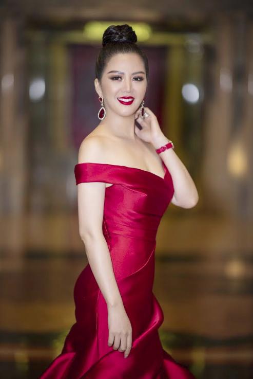 Hoa hậu Đinh Hiền Anh và Hà Kiều Anh đoạt giải Nữ hoàng Đêm hội chân dài - Ảnh 1.
