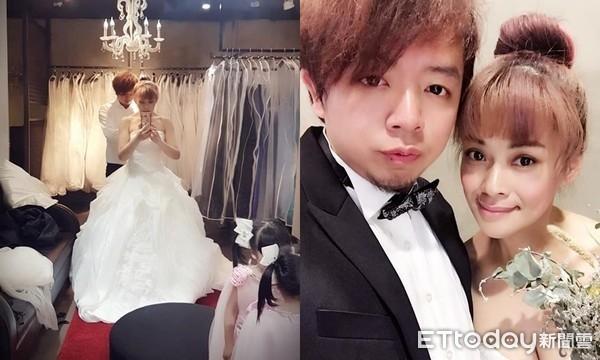 Vị hôn phu qua đời trước đám cưới, người phụ nữ đeo nhẫn bằng giấy và mặc áo cô dâu trong tang lễ khiến ai cũng xót xa - Ảnh 2.