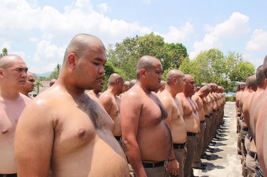 Thái Lan: Lười, ăn nhiều, cảnh sát bị gửi đi trại để triệt mỡ thừa - Ảnh 1.