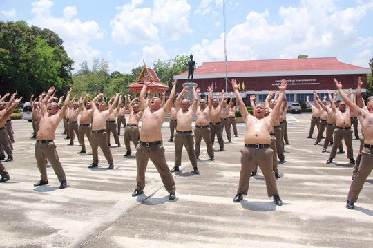 Thái Lan: Lười, ăn nhiều, cảnh sát bị gửi đi trại để triệt mỡ thừa - Ảnh 2.