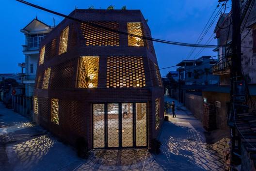 Ngôi nhà ở Hà Nội được tạp chí Mỹ vinh danh là 1/15 công trình tiêu biểu năm 2019 - Ảnh 2.