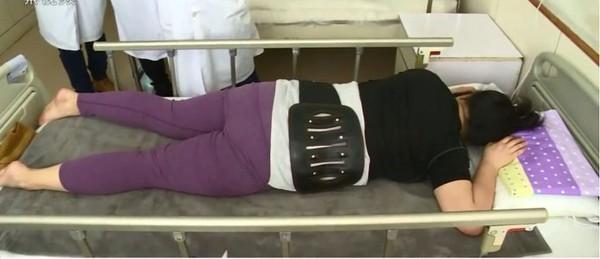 Bị chấn thương cột sống sau khi tăng 40 kg, người phụ nữ đổ lỗi cho chồng vì lý do nực cười này - Ảnh 2.