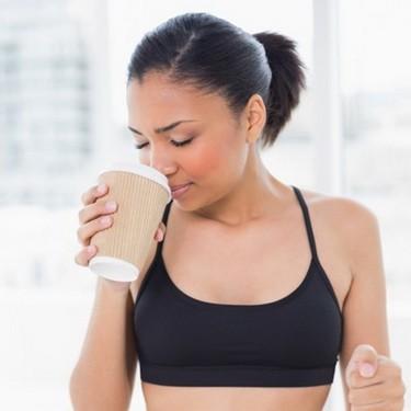 Uống nước đúng cách khi tập thể dục - Ảnh 1.