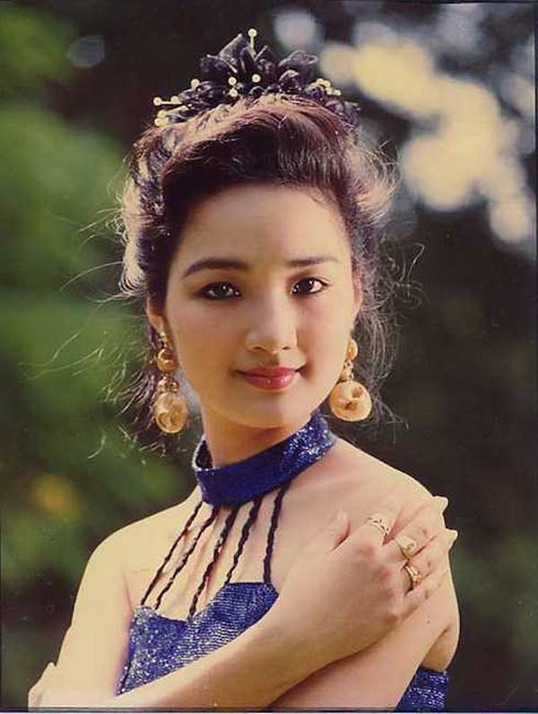 Cảnh làm mẹ đơn thân trong nhung lụa của Hoa hậu trẻ đẹp sau 30 năm không có người kế nhiệm - Ảnh 1.