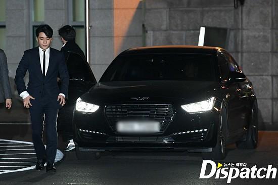 Clip Seungri chính thức trình diện để thẩm vấn: Vẫn đi xe sang nhưng tiều tuỵ hẳn, mắt đỏ rưng rưng xin lỗi nạn nhân - Ảnh 21.