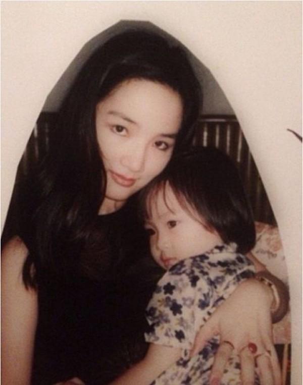 Cảnh làm mẹ đơn thân trong nhung lụa của Hoa hậu trẻ đẹp sau 30 năm không có người kế nhiệm - Ảnh 3.