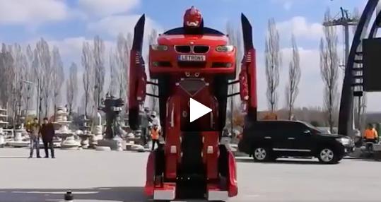 Kinh ngạc xe ô tô biến hình thành người máy trên phố - Ảnh 4.