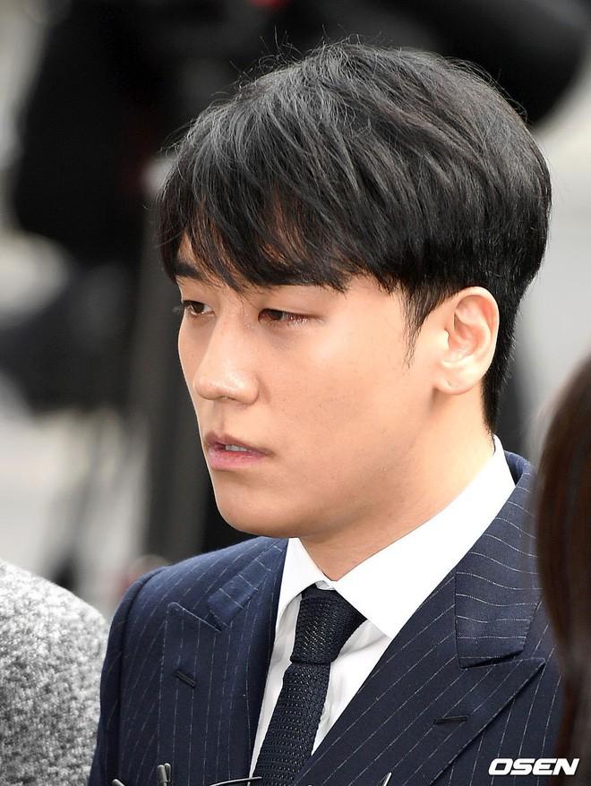 Clip Seungri chính thức trình diện để thẩm vấn: Vẫn đi xe sang nhưng tiều tuỵ hẳn, mắt đỏ rưng rưng xin lỗi nạn nhân - Ảnh 6.