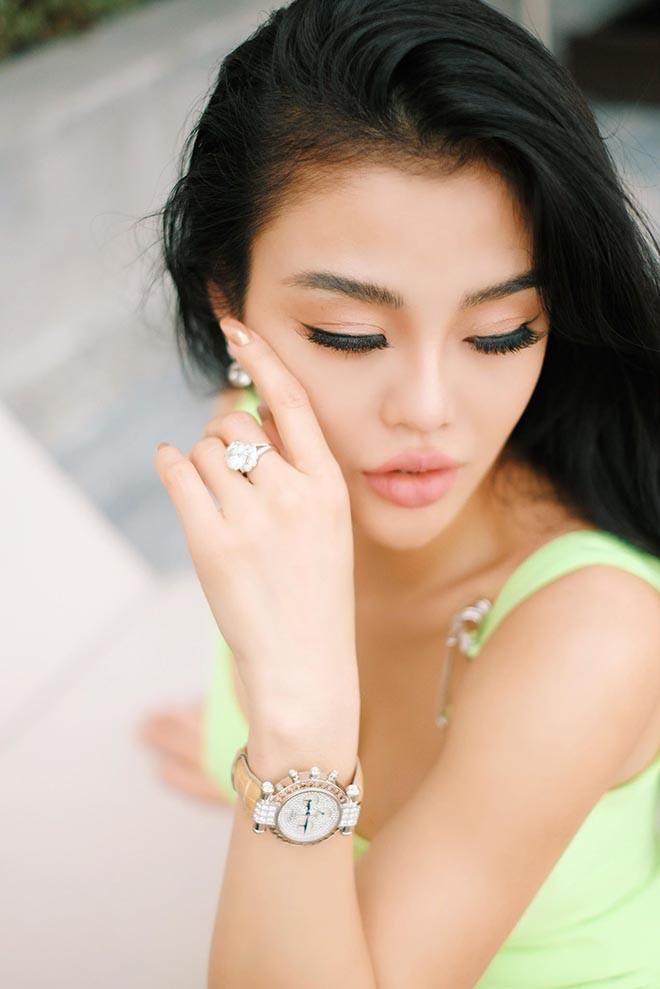 Hoa hậu kế nhiệm Ngọc Trinh khoe nhẫn 7 tỷ, mạnh miệng tuyên bố dứt khoát chọn tiền hơn tình - Ảnh 2.