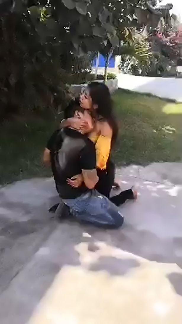 Cô gái gào khóc ôm bạn trai nằm thoi thóp trên đường, nạn nhân thều thào 1 câu khiến ai cũng vỡ lẽ về sự thật đằng sau - Ảnh 2.