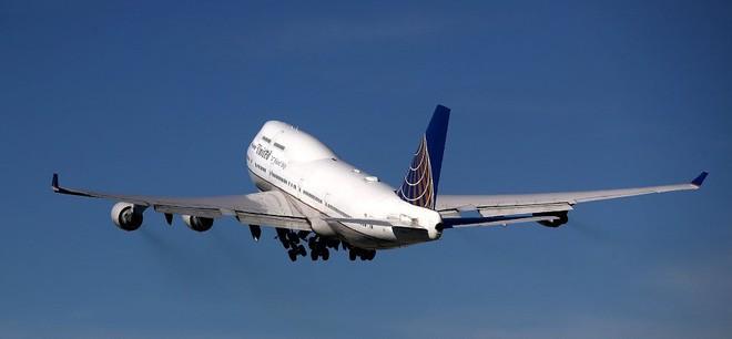 Tại sao các máy bay thương mại không trang bị dù cho các hành khách khi bay? - Ảnh 6.