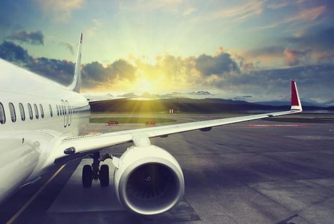 Tại sao các máy bay thương mại không trang bị dù cho các hành khách khi bay? - Ảnh 1.
