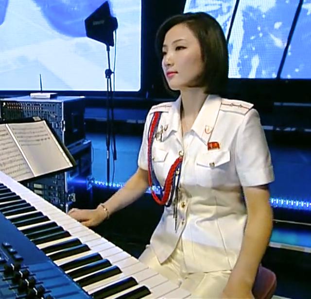 Ban nhạc nữ nổi tiếng nhất Triều Tiên xinh đẹp và quyền lực cỡ nào? - Ảnh 9.