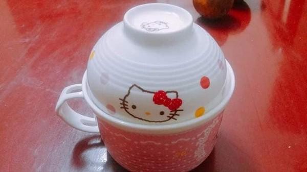 Cô gái cuồng Kitty: Thiệp cưới in hình Kitty hồng còn 'lầy lội' mong quý khách tặng quà Hello Kitty thay cho mừng phong bì - Ảnh 3.
