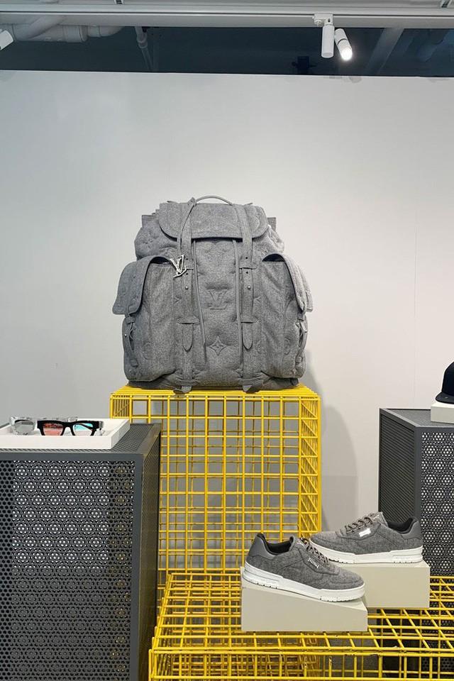 Sau bộ rút gỗ 57 triệu đồng, Louis Vuitton ra mắt chiếc ba lô khổng lồ 230 triệu đeo trĩu cả lưng - Ảnh 3.