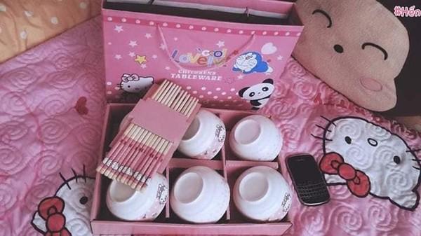 Cô gái cuồng Kitty: Thiệp cưới in hình Kitty hồng còn 'lầy lội' mong quý khách tặng quà Hello Kitty thay cho mừng phong bì - Ảnh 6.