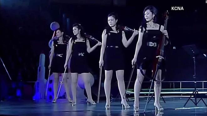 Ban nhạc nữ nổi tiếng nhất Triều Tiên xinh đẹp và quyền lực cỡ nào? - Ảnh 2.