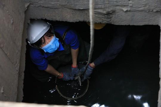 Người trẻ Sài Gòn chui xuống cống xem dưới đó có gì? - Ảnh 3.
