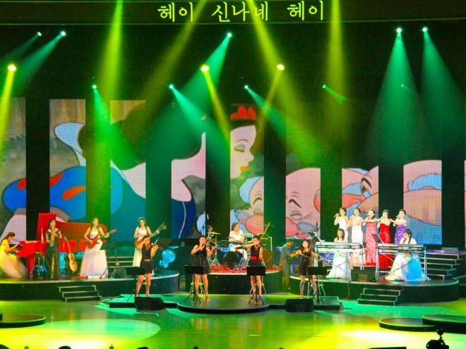 Ban nhạc nữ nổi tiếng nhất Triều Tiên xinh đẹp và quyền lực cỡ nào? - Ảnh 5.