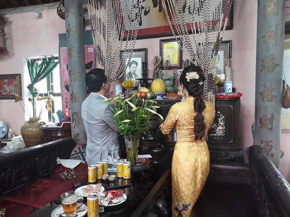 NSND Trung Hiếu tổ chức đám cưới với vợ trẻ kém 19 tuổi ở Thái Bình, bất ngờ nói điều này khiến cả hội trường thích thú - Ảnh 2.