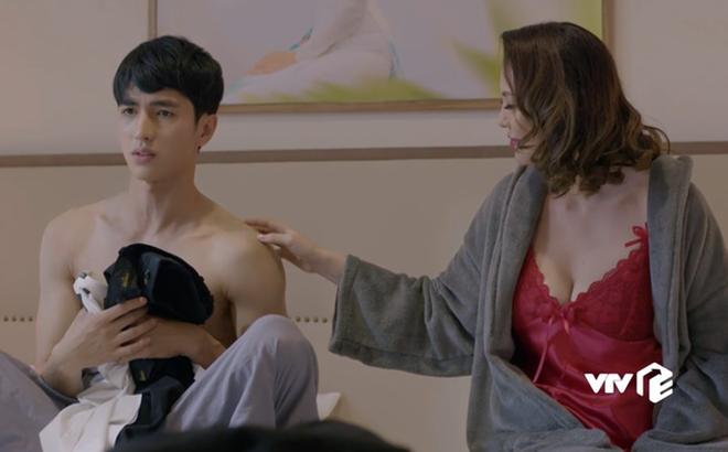 Đóng phim cặp đại gia già nhưng ngoài đời Bình An lại yêu Á hậu xinh đẹp và nóng bỏng - Ảnh 2.