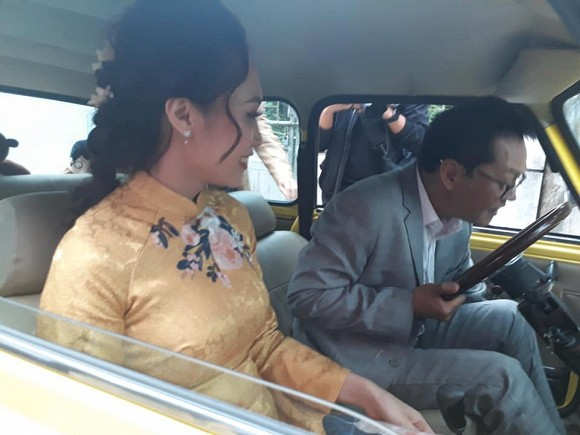 NSND Trung Hiếu tổ chức đám cưới với vợ trẻ kém 19 tuổi ở Thái Bình, bất ngờ nói điều này khiến cả hội trường thích thú - Ảnh 3.