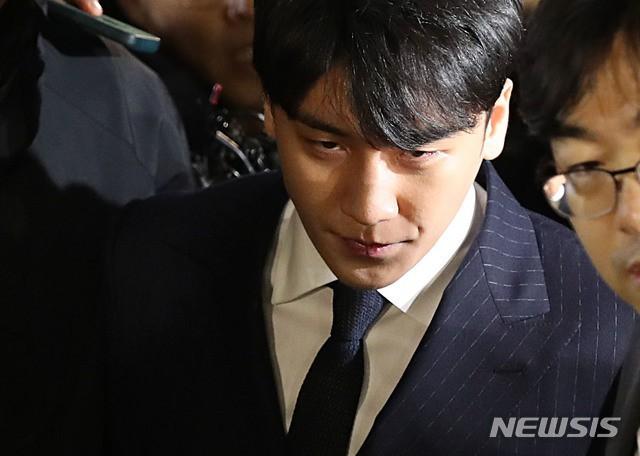 Sức mạnh lời nói của Tổng thống: Vụ án Jang Ja Yeon chính thức được gia hạn, Seungri nộp đơn hoãn nhập ngũ - Ảnh 3.