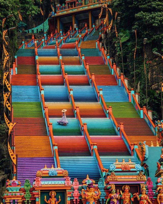 Không thể bỏ lỡ nấc thang cầu vồng 12 năm mới xuất hiện một lần tại hang động nổi tiếng nhất Malaysia - Ảnh 9.