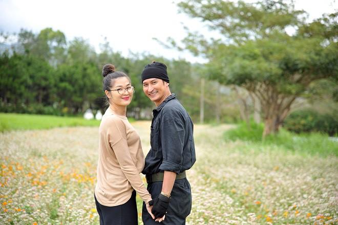 Huy Khánh tình tứ, hôn vợ ngay tại phim trường - Ảnh 3.