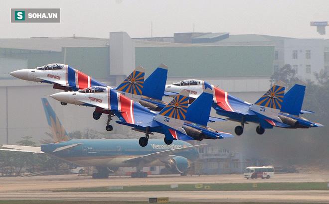Su-30SM xuống Nội Bài khi Su-22 lên Yên Bái: Thỏa ước mơ được tận thấy tiêm kích hiện đại - Ảnh 1.