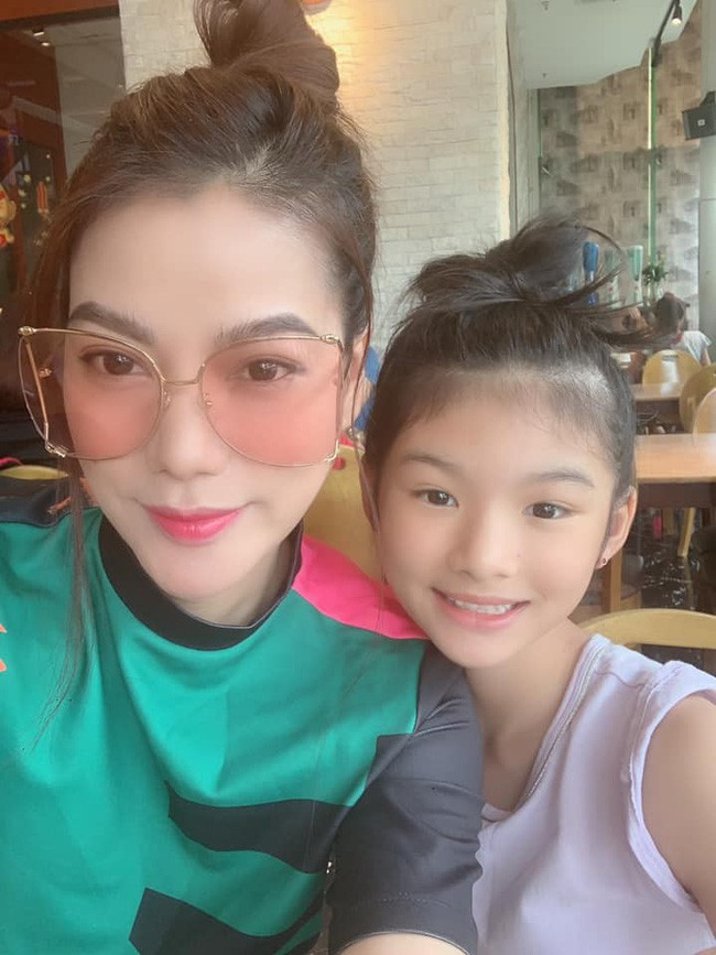5 năm sau ngày bố mẹ ly hôn, con gái của Trương Ngọc Ánh vụt phổng phao đến bất ngờ - Ảnh 2.