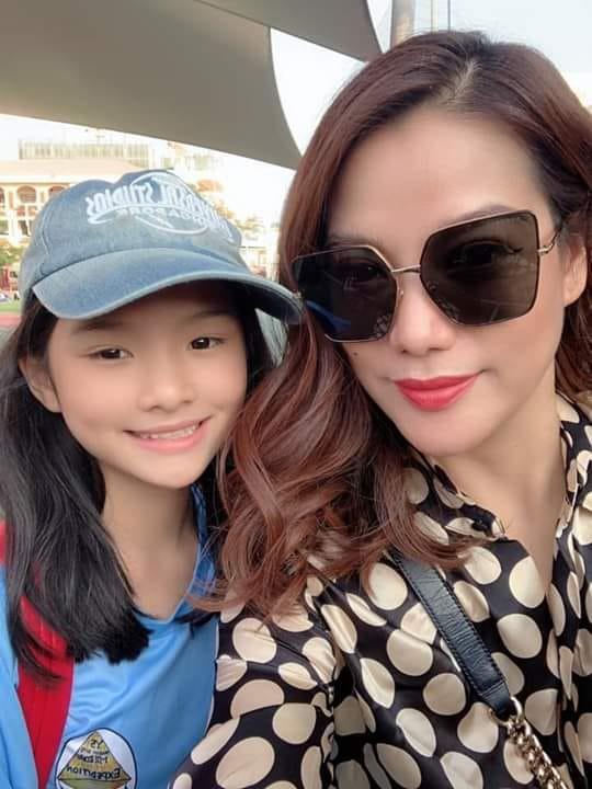 5 năm sau ngày bố mẹ ly hôn, con gái của Trương Ngọc Ánh vụt phổng phao đến bất ngờ - Ảnh 3.