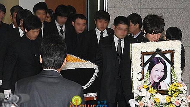 Vụ nữ diễn viên bị cưỡng hiếp 100 lần: 2 bộ trưởng Hàn xin lỗi, hé lộ tình tiết thương tâm - Ảnh 2.