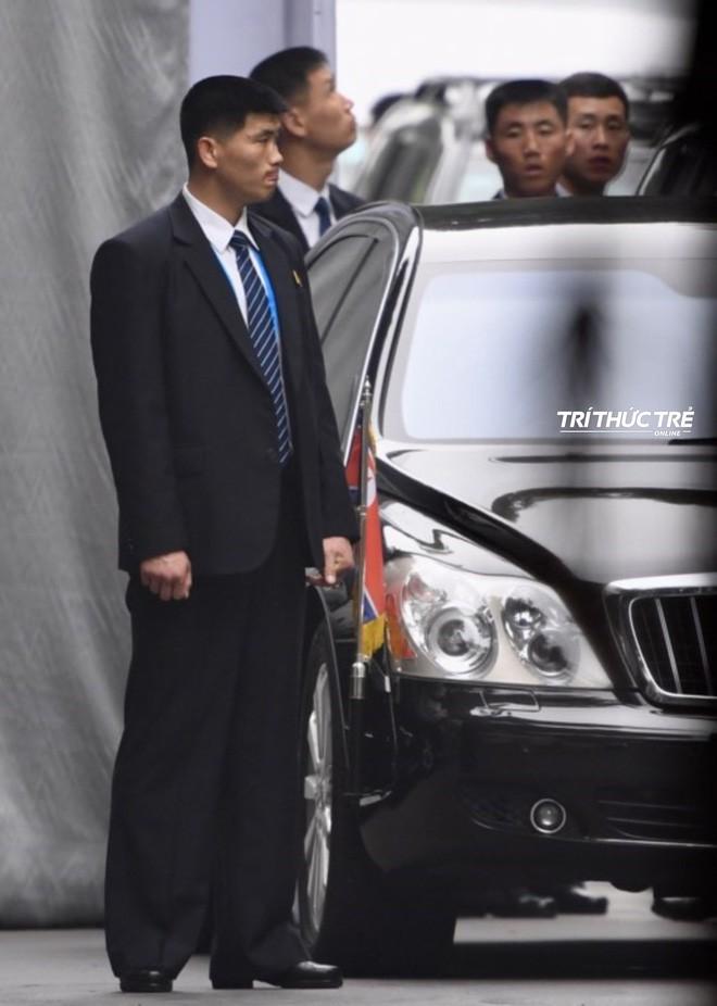 Giải mã chiến thuật đặc biệt của đội ngũ cận vệ chạy bộ quanh xe Chủ tịch Kim Jong-un - Ảnh 4.