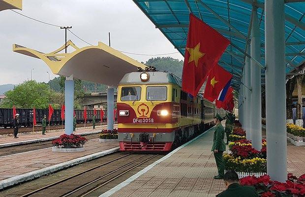 Trưởng ga Đồng Đăng: Trước khi lên tàu rời Việt Nam, chuyên gia đường sắt Triều Tiên bắt tay cảm ơn - Ảnh 1.